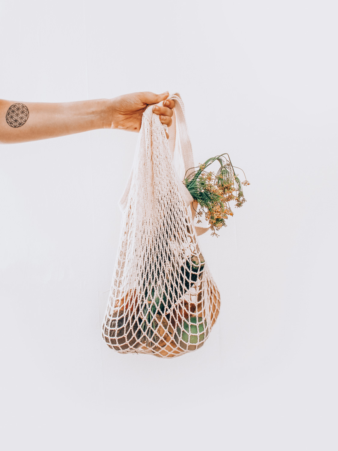 The perfect grocery and produce bag. Looking to adopt the zero waste lifestyle? This zero waste starter pack will get you get started because it has everything you'll need including how to find the best canvas for groceries and the best zero waste bathroom and zero waste dish soap options.